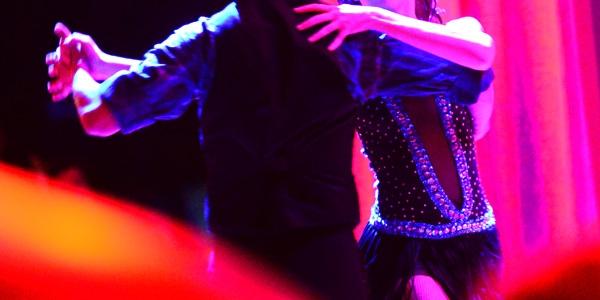 Clases colectivas de bailes de sal n for Academias de bailes de salon en madrid