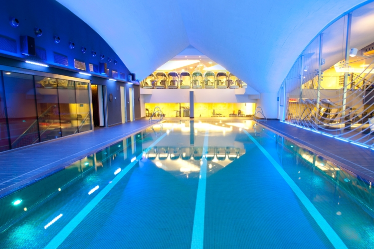 Gimnasio piscina barcelona hotel hilton diagonal mar for Piscina gimnasio