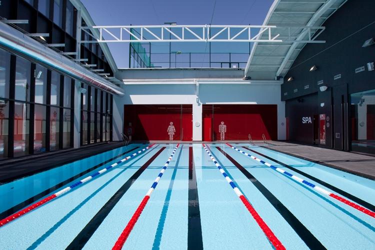 Galer a de fotos gimnasio virgin active serrallo plaza for Gimnasio con piscina granada
