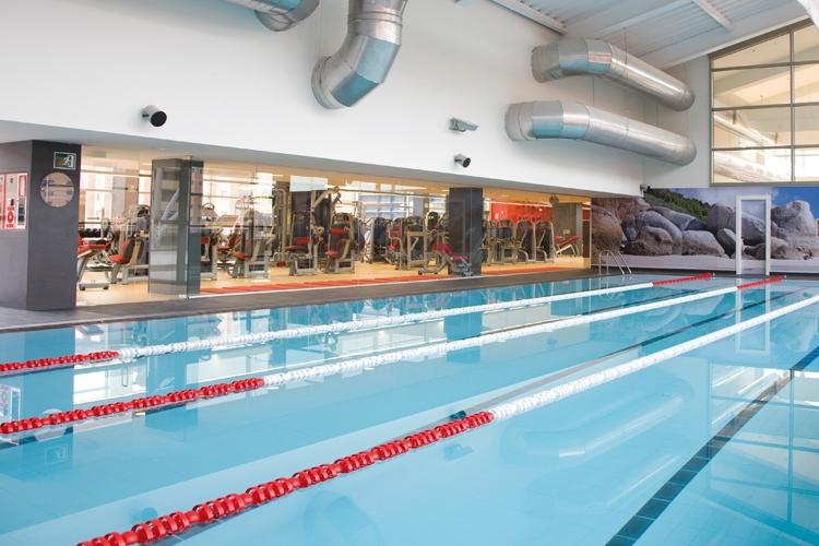 Galer a de fotos gimnasio zaragoza aragonia for Gimnasio piscina madrid