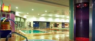 Zona de aguas gimnasio paterna heron city for Gimnasio heron city